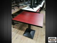 Lot de 19 tables de restaurant